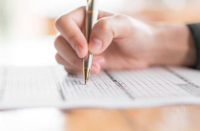 Organizando a busca por oportunidades de emprego para administradores